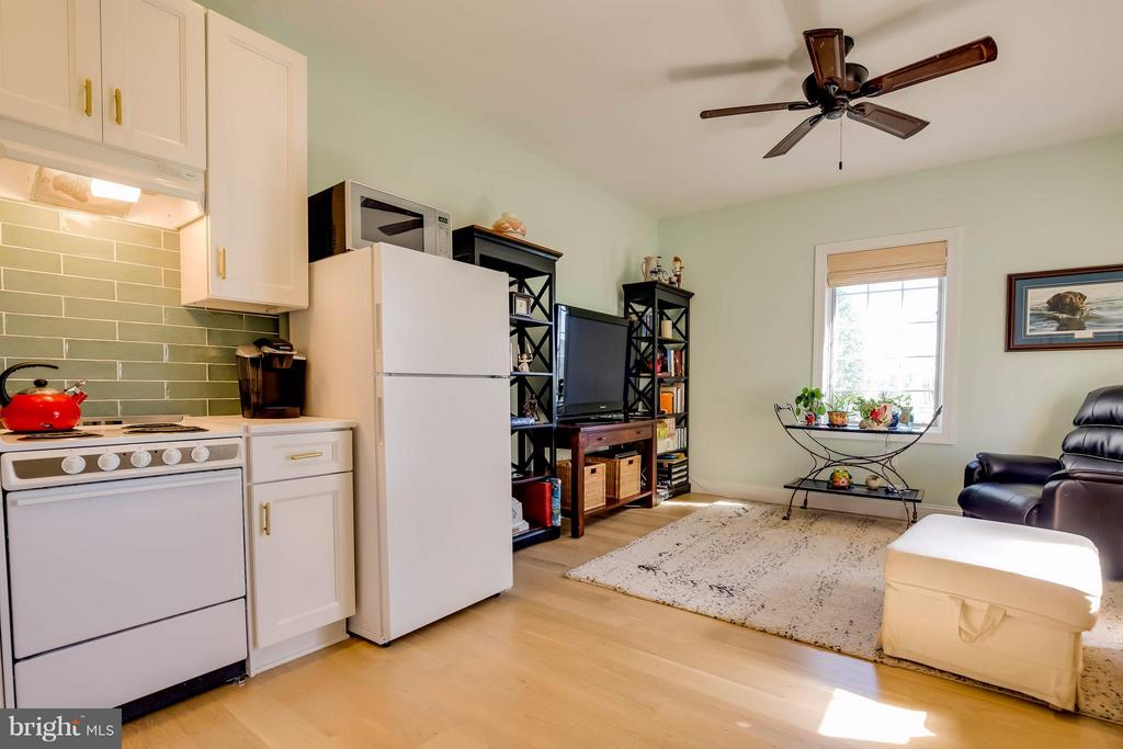 In-Law Suite Full Kitchen and Living Area - 38242 MILLSTONE DR, PURCELLVILLE