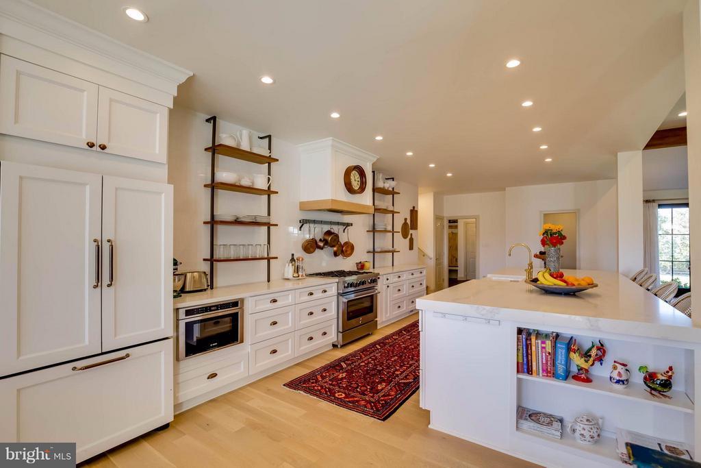 Custom Designed Kitchen - 38242 MILLSTONE DR, PURCELLVILLE