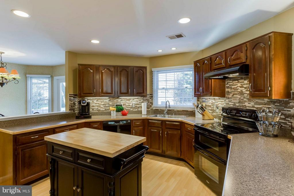 Upgraded w/ cherry cabinets - 6 APPLING RD, STAFFORD