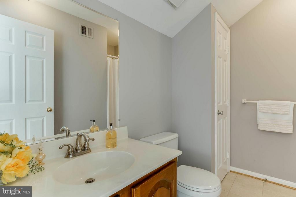 Full bath with shower in bedroom 1 - 6 APPLING RD, STAFFORD