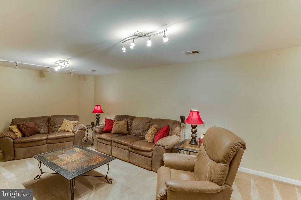Basement recreation room - 6 APPLING RD, STAFFORD