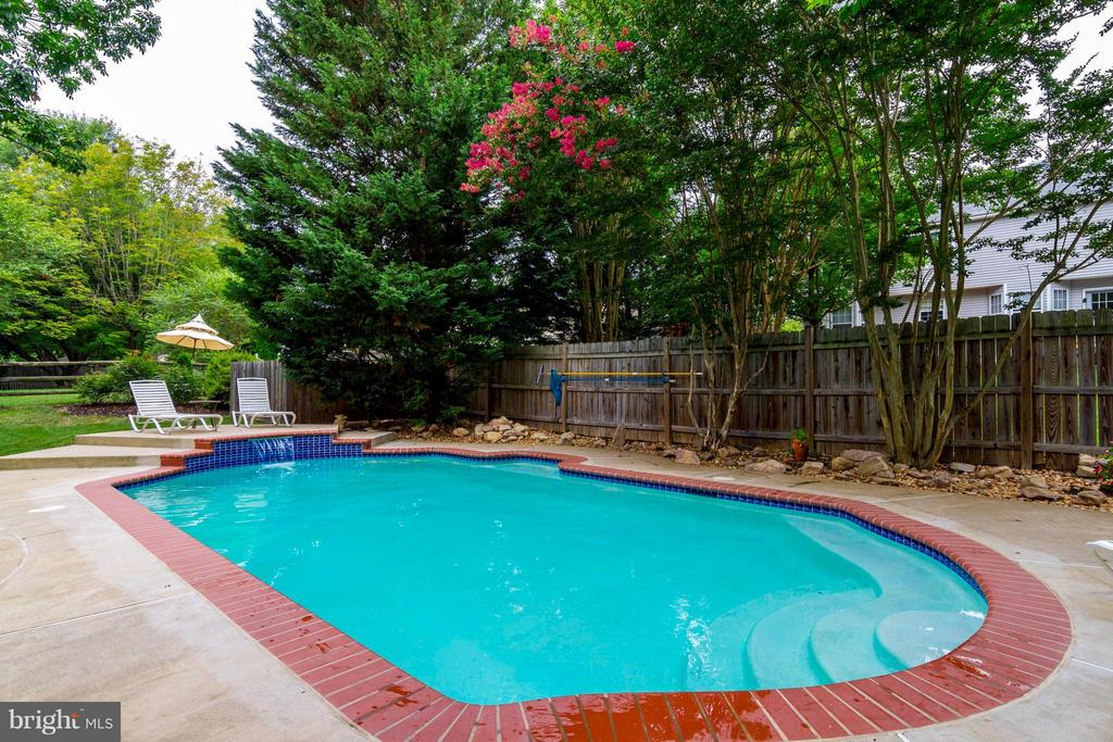 Steps walk down into shallow end of pool. - 6 APPLING RD, STAFFORD