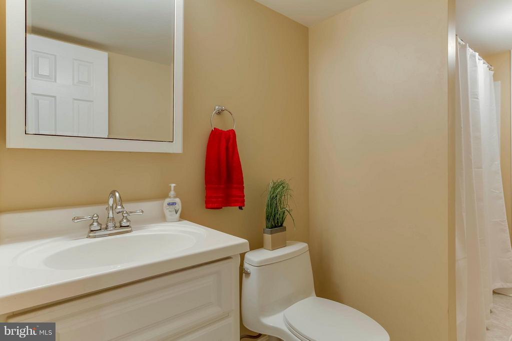 Full bath in bsmt with tub/shower attached to bed5 - 6 APPLING RD, STAFFORD