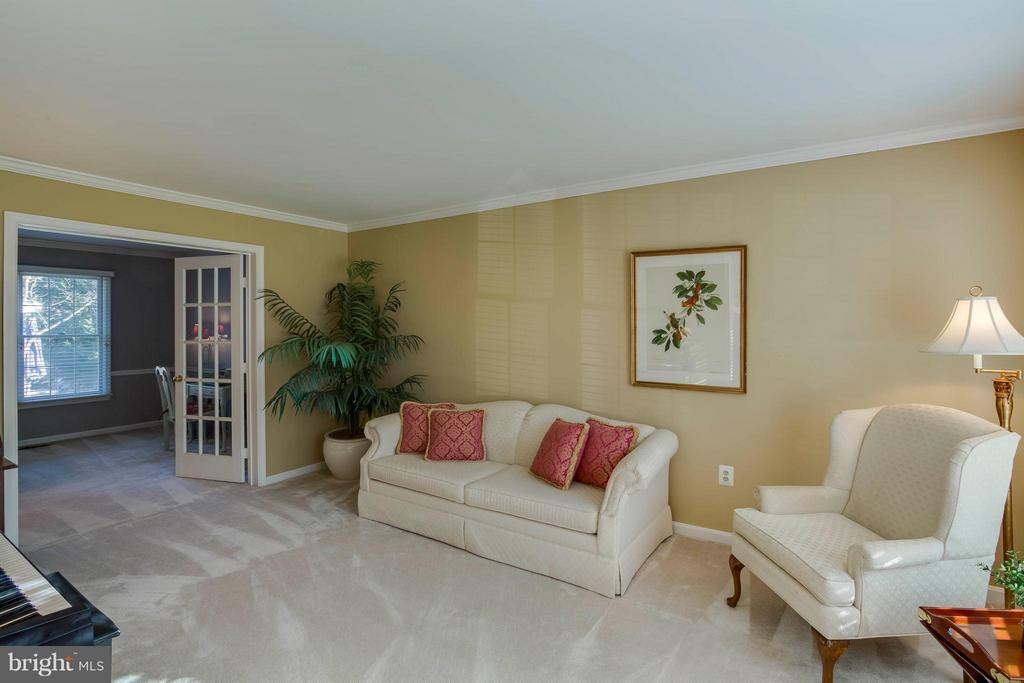 Living Room off the foyer to the right - 6 APPLING RD, STAFFORD