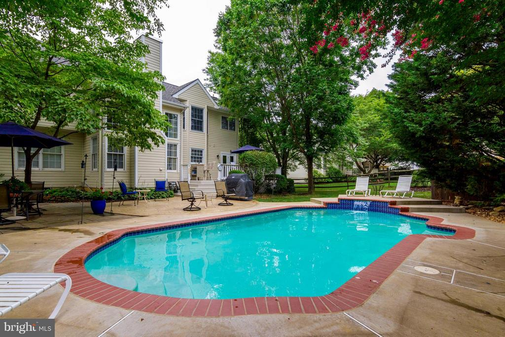 Large deck surrounds the pool - 6 APPLING RD, STAFFORD