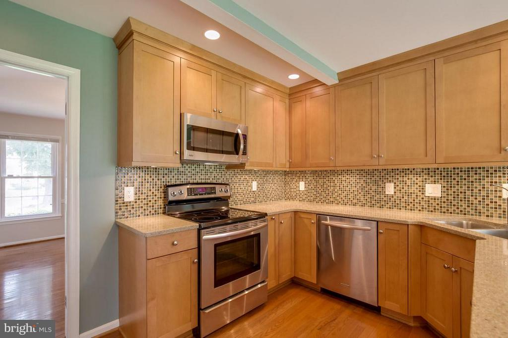 New Cabinets, and SS appliances - 13609 DAIRY LOU CT, OAK HILL