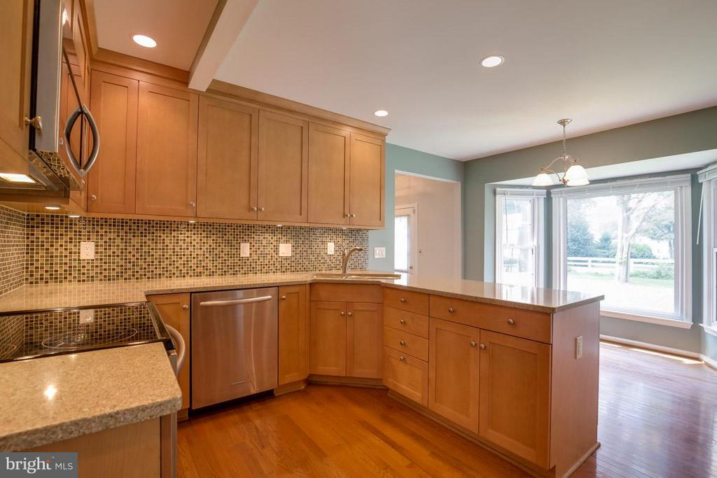 New counters and backsplash - 13609 DAIRY LOU CT, OAK HILL