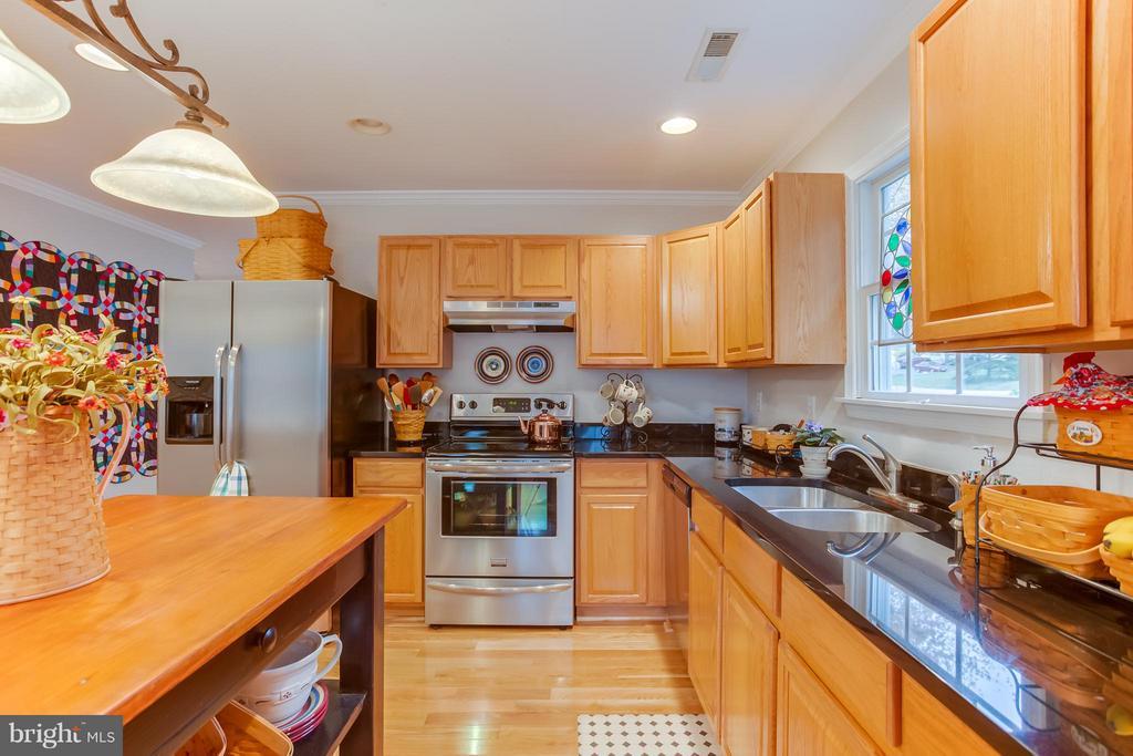 Fully Equipped Granite Counter Kitchen - 107 PINE CT, GORDONSVILLE