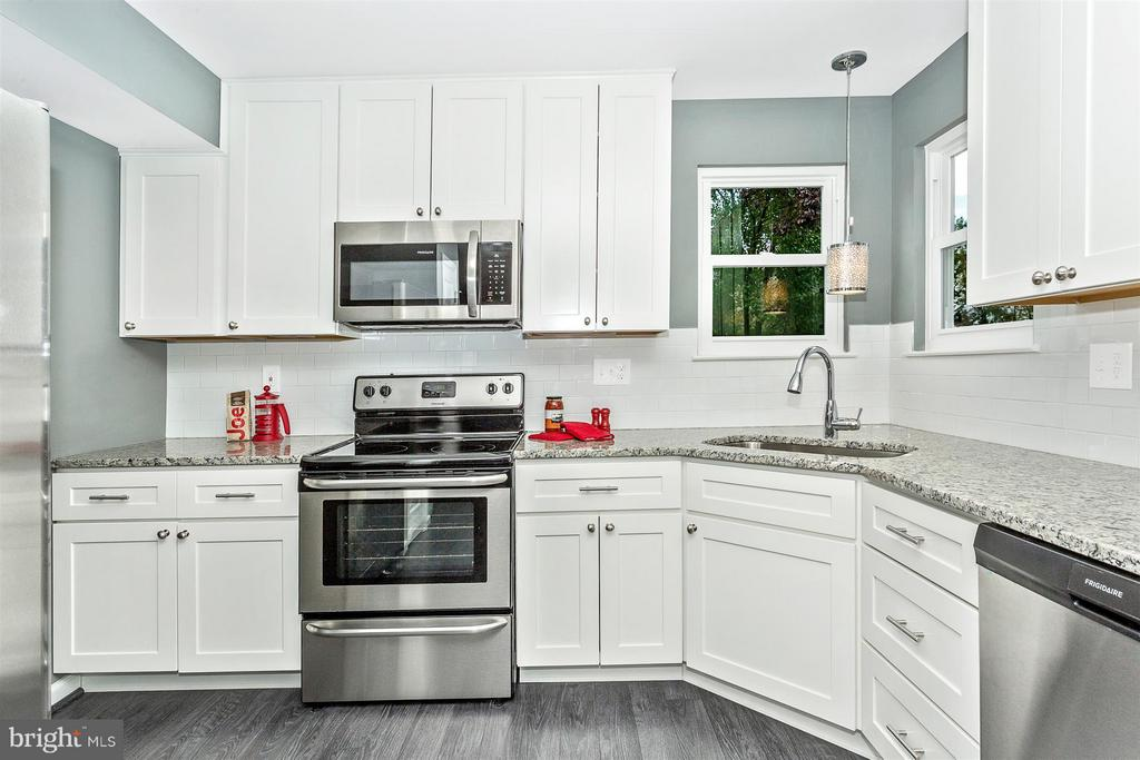 New white Shaker cabinets. - 8 TANEY CT, TANEYTOWN