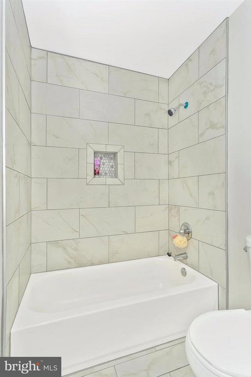 Designer porcelain tile. - 8 TANEY CT, TANEYTOWN