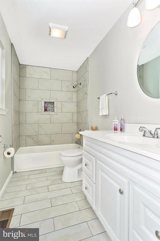 New vanity, tub & toilet. - 8 TANEY CT, TANEYTOWN