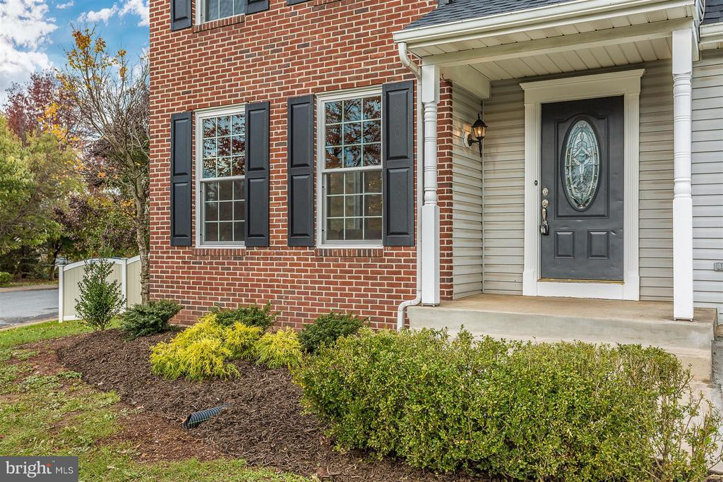 New shutters and updated landscaping. - 8 TANEY CT, TANEYTOWN