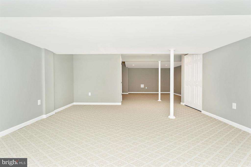 New paint, Berber carpet & pad. - 8 TANEY CT, TANEYTOWN