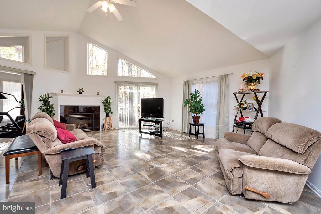 Living Room - 1010 CONFEDERATE DR, LOCUST GROVE