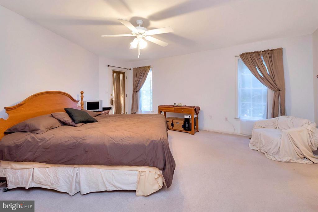 Bedroom (Master) - 1010 CONFEDERATE DR, LOCUST GROVE