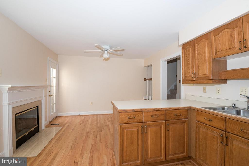 Kitchen - 6537 MILVA LN, SPRINGFIELD