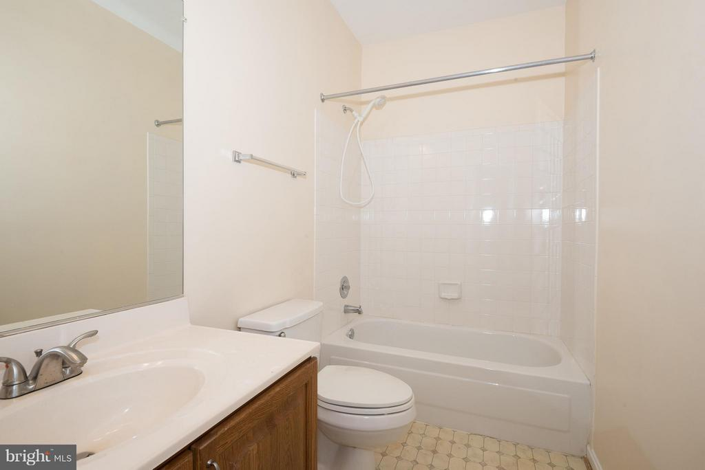 Bath - 6537 MILVA LN, SPRINGFIELD
