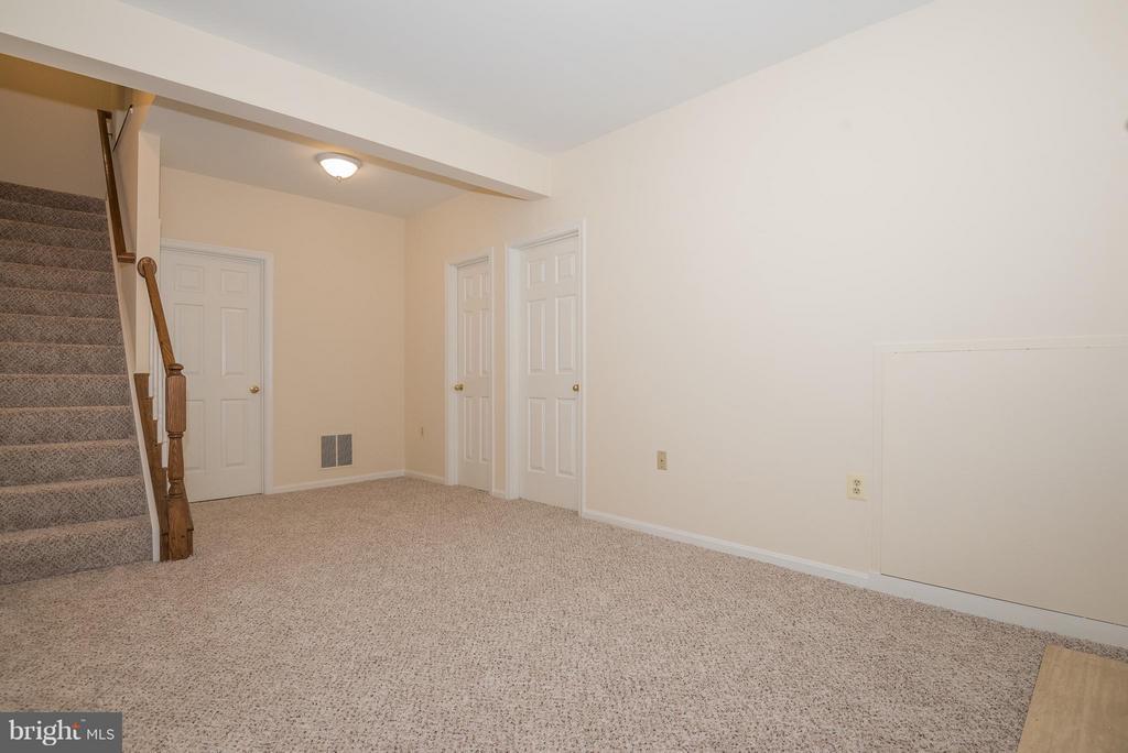 Family Room - 6537 MILVA LN, SPRINGFIELD