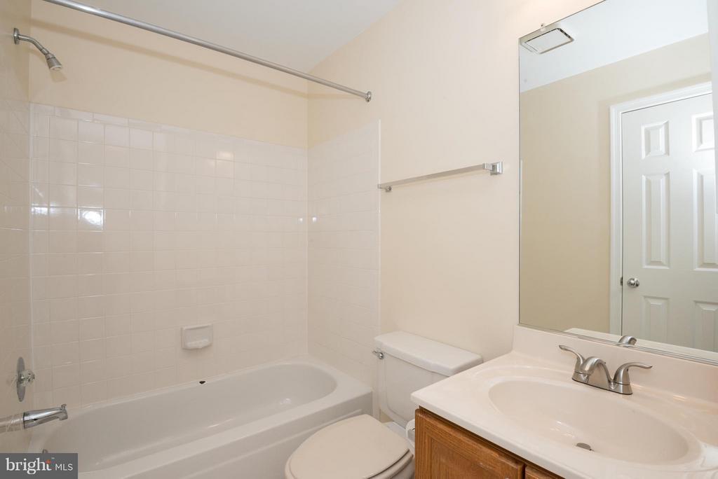 Bath (Master) - 6537 MILVA LN, SPRINGFIELD