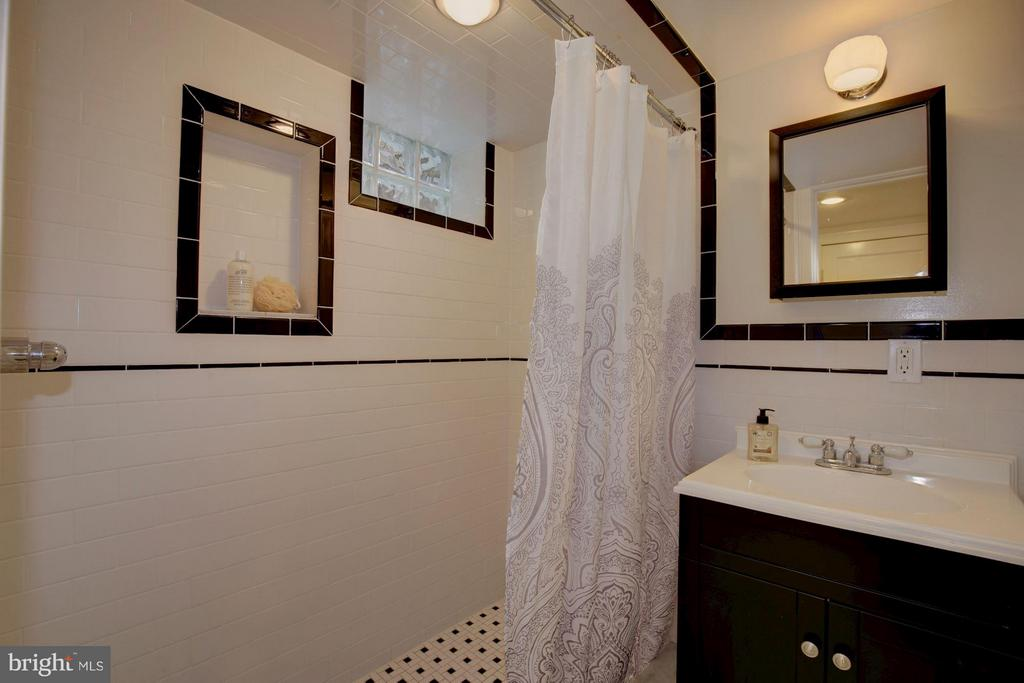 Lower Level Full Bath - 1366 G ST SE, WASHINGTON