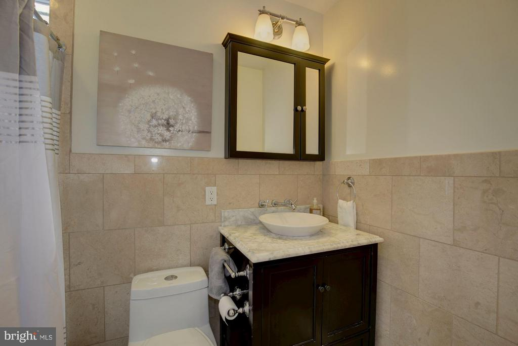 Upper Level Full Bath - 1366 G ST SE, WASHINGTON