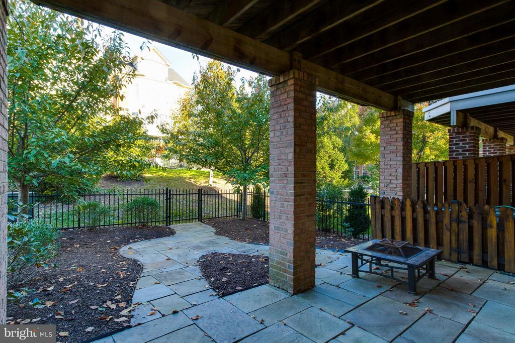 Can't decide which is cozier, the patio or deck? - 18530 BEAR CREEK TER, LEESBURG