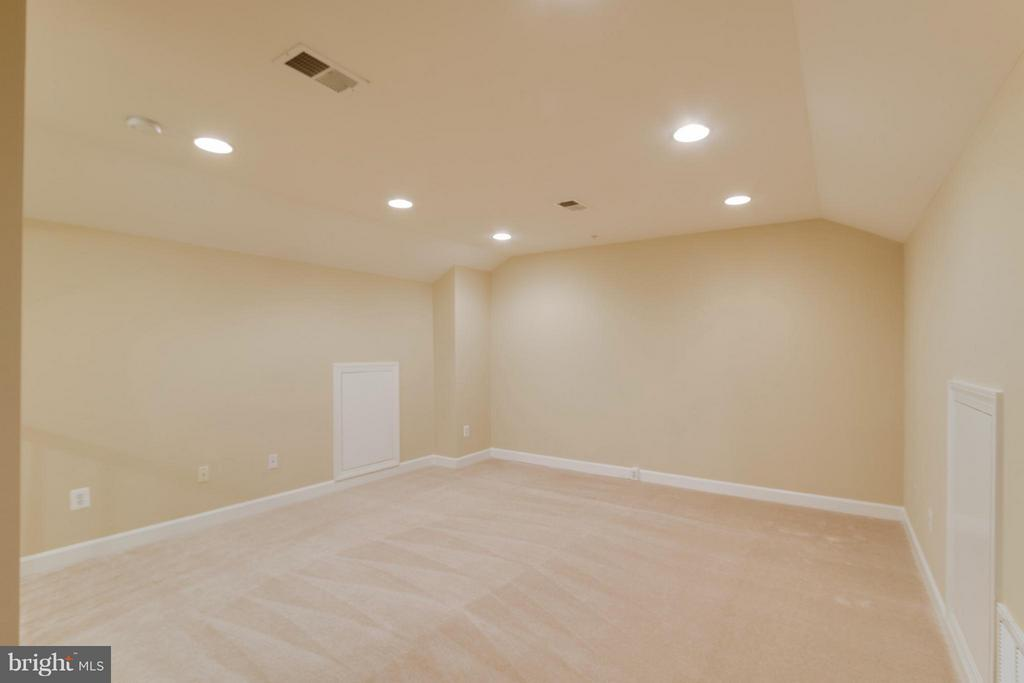 Guest space for those you don't want to stay long? - 18530 BEAR CREEK TER, LEESBURG