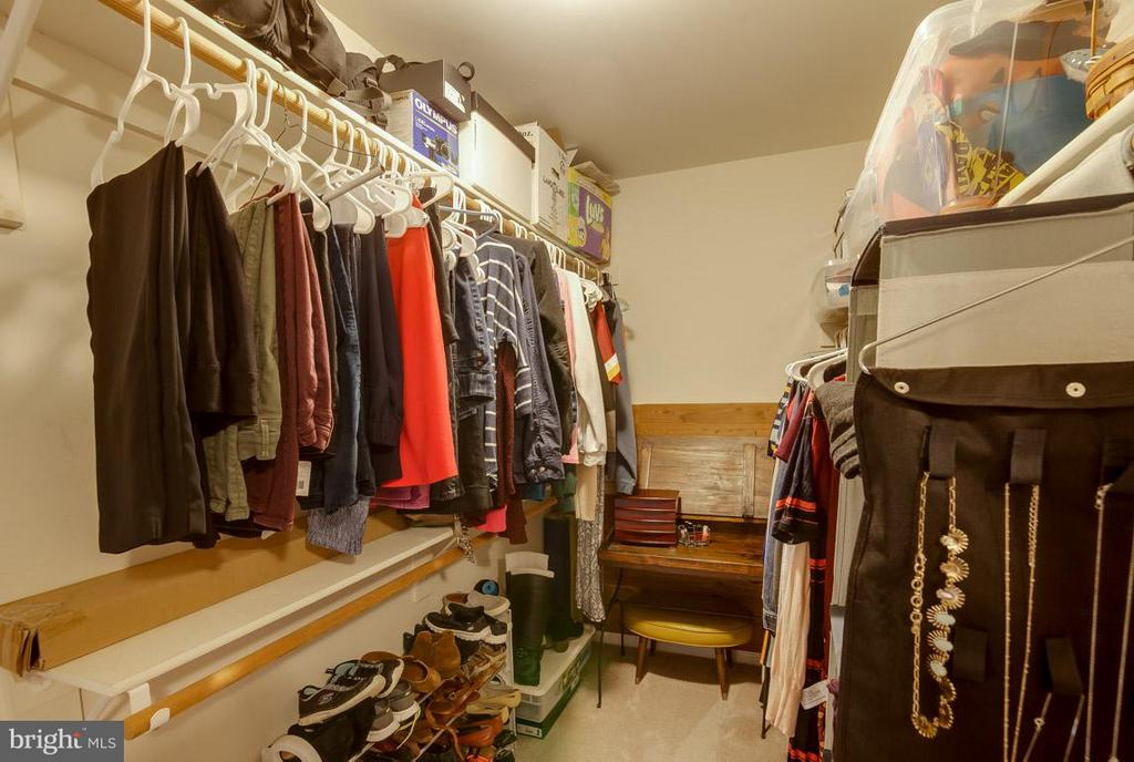 HUGE closet with Two Sides - Side #1 - 43119 HUNTERS GREEN SQ, BROADLANDS