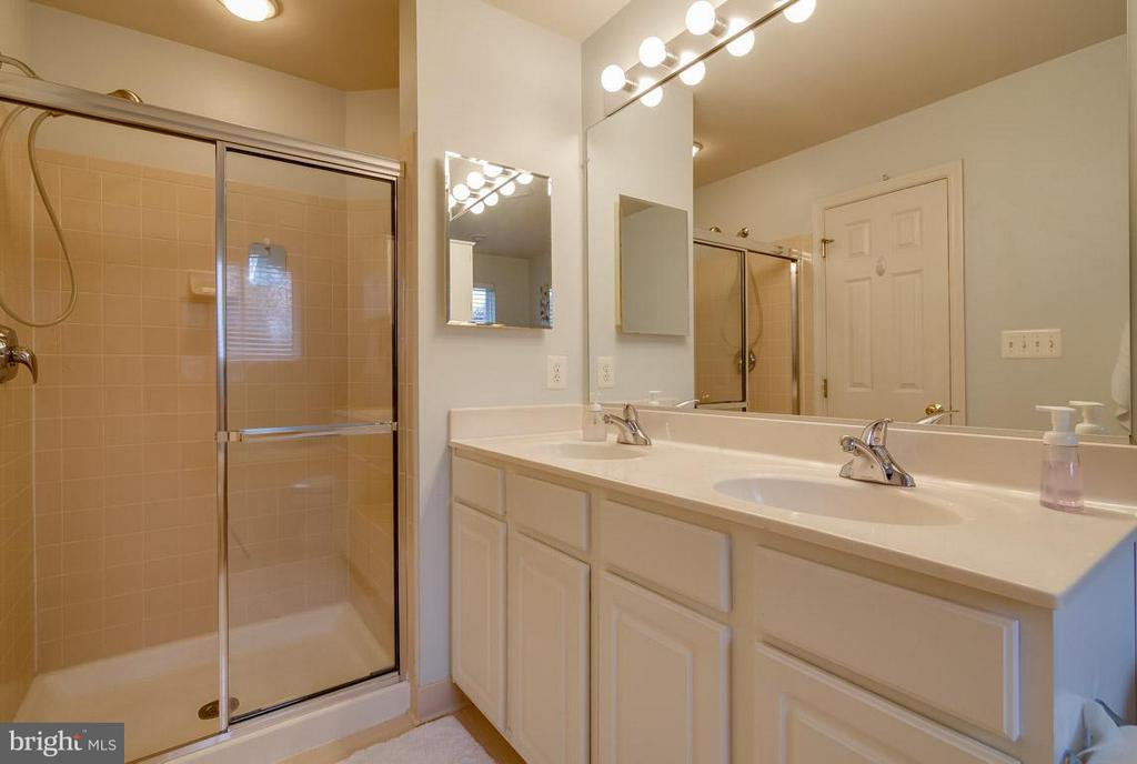 Master Bath with Separate Shower - 43119 HUNTERS GREEN SQ, BROADLANDS