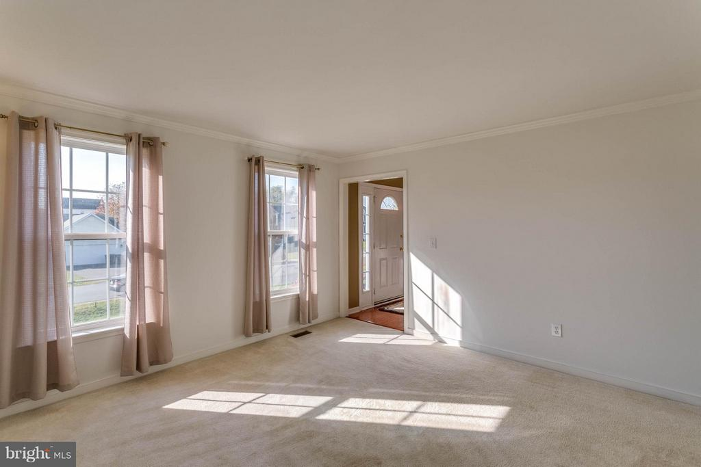Living Room - 5929 GLEN EAGLES DR, FREDERICKSBURG