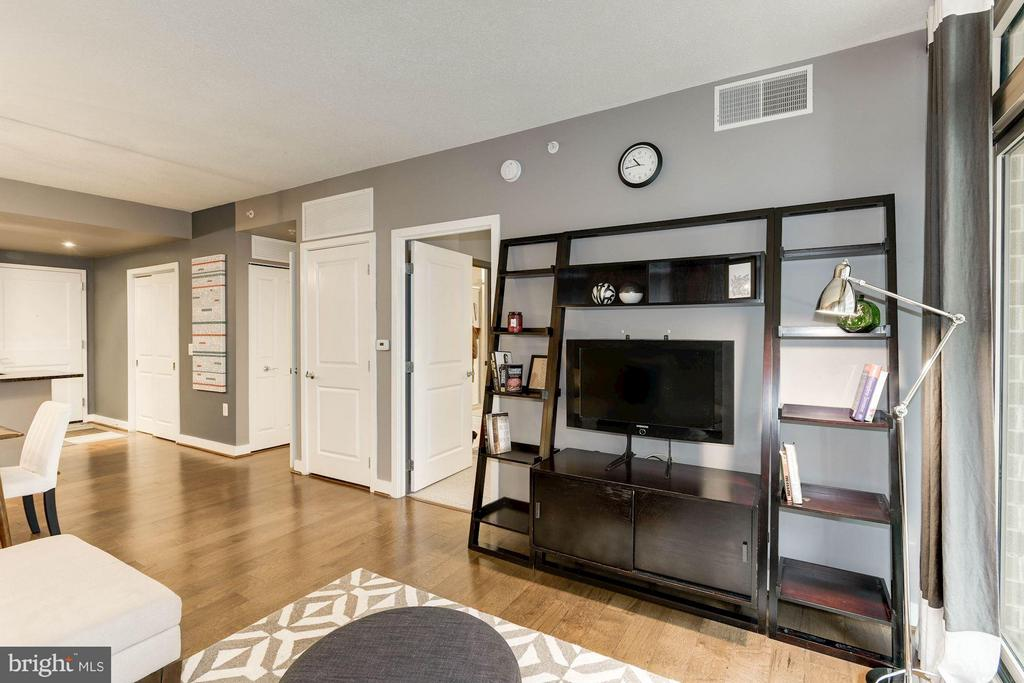 Living Room - 888 QUINCY ST #1107, ARLINGTON