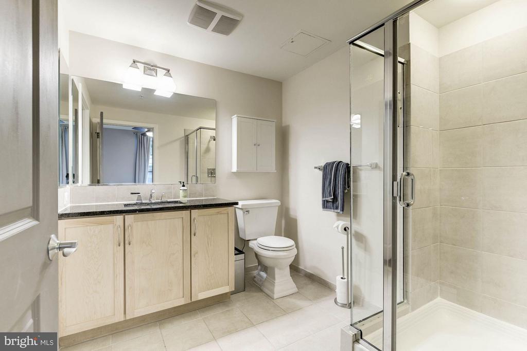 Bath (Master) - 888 QUINCY ST #1107, ARLINGTON