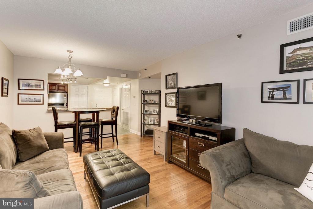 Family Room - 1045 UTAH ST #2-106, ARLINGTON