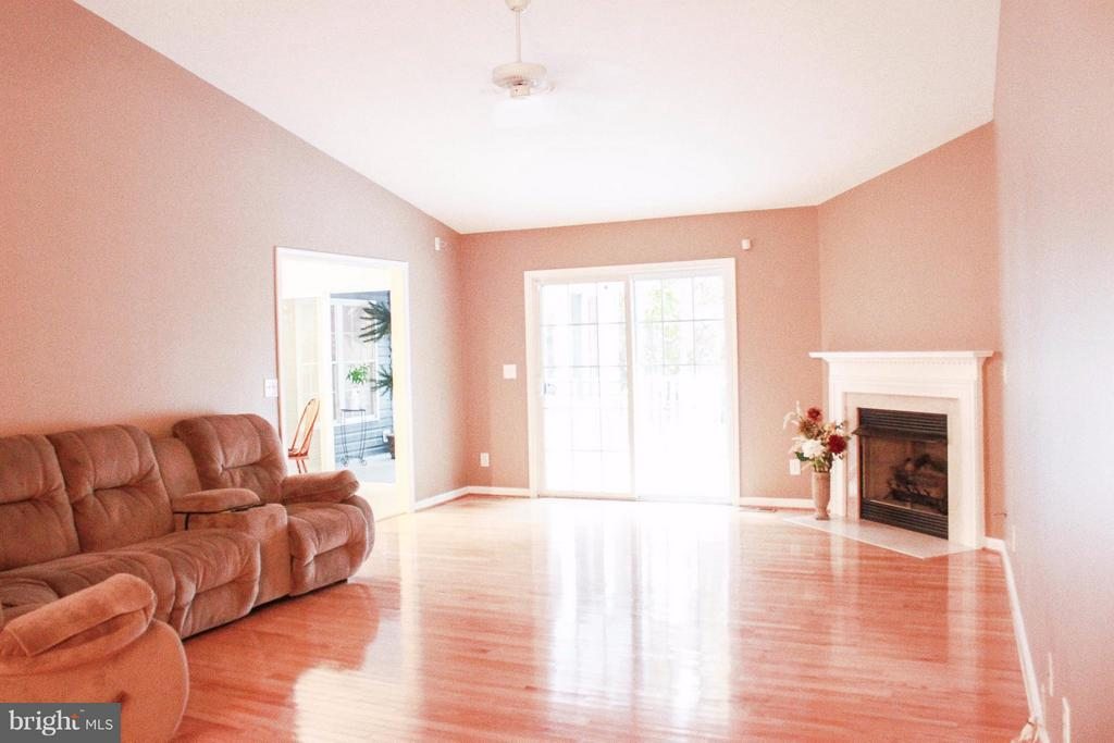 Living Room - 706 GOLD VALLEY RD, LOCUST GROVE