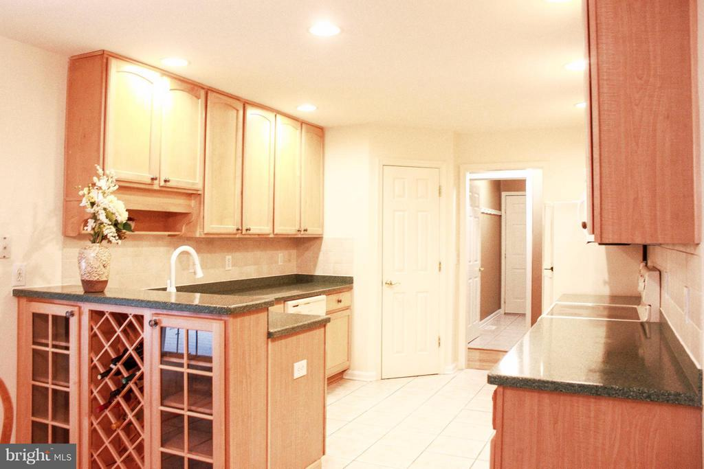 Kitchen - 706 GOLD VALLEY RD, LOCUST GROVE
