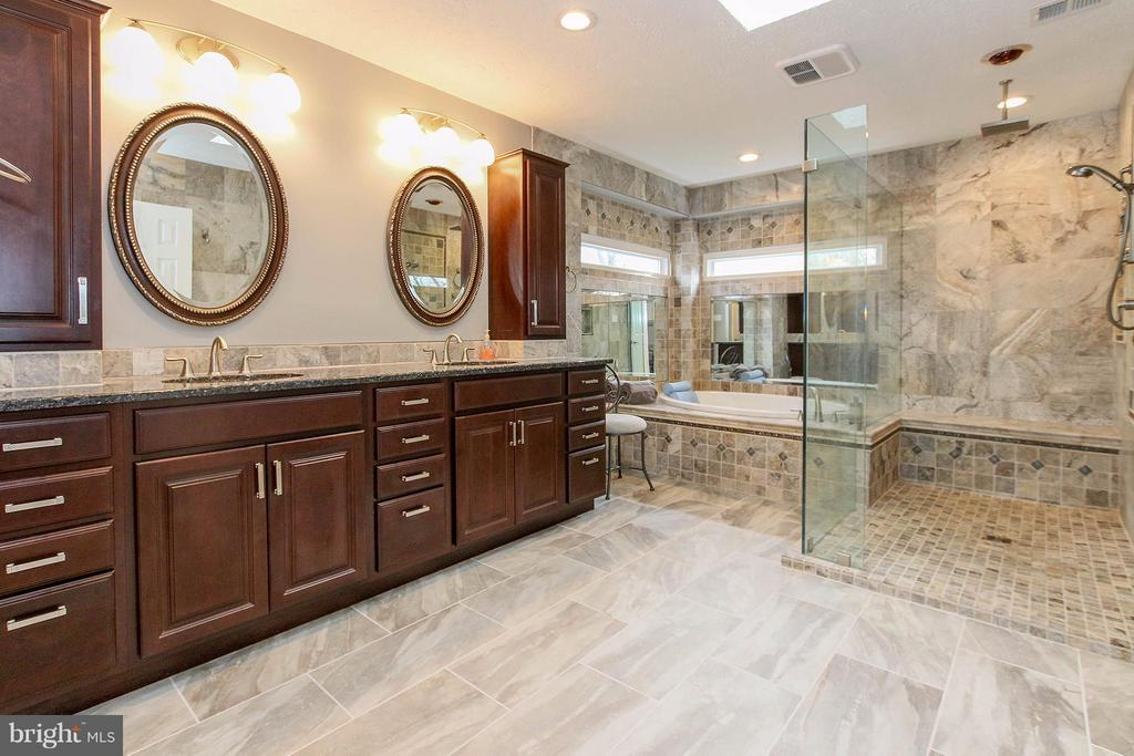 Incredible master bathroom renovation - 17 LIPSCOMB CT, STERLING