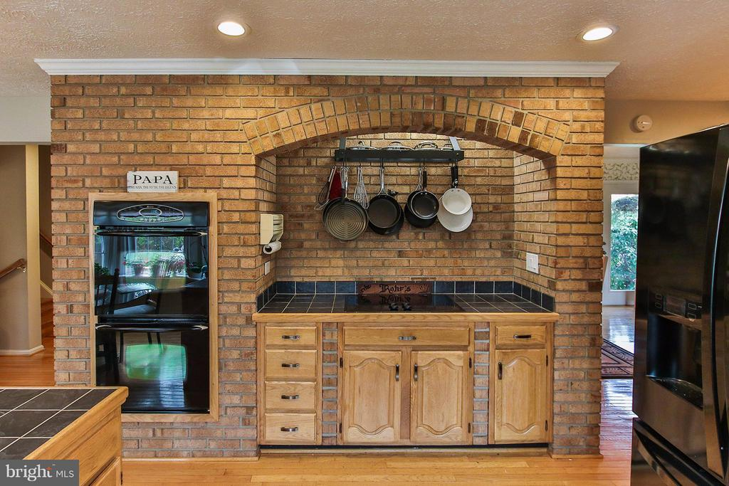 Eye catching brick surround - 17 LIPSCOMB CT, STERLING