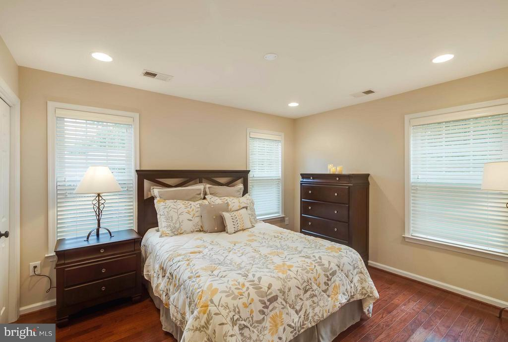 Bedroom (Master) - 6648 BARRETT RD, FALLS CHURCH