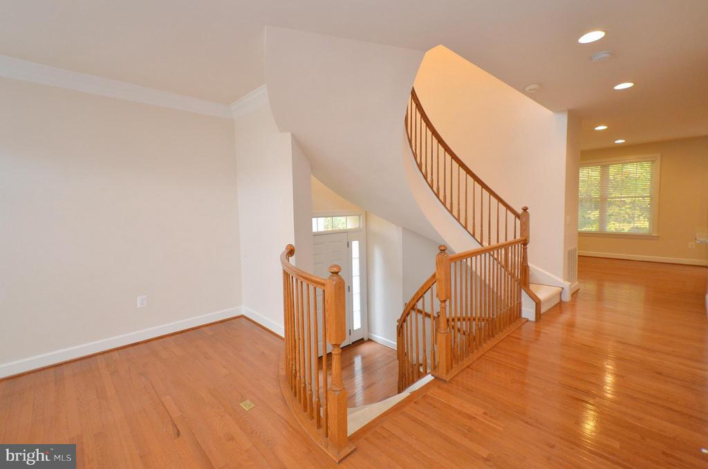 Foyer Entrance to living room - 4458 BLACK IRONWOOD DR, FAIRFAX