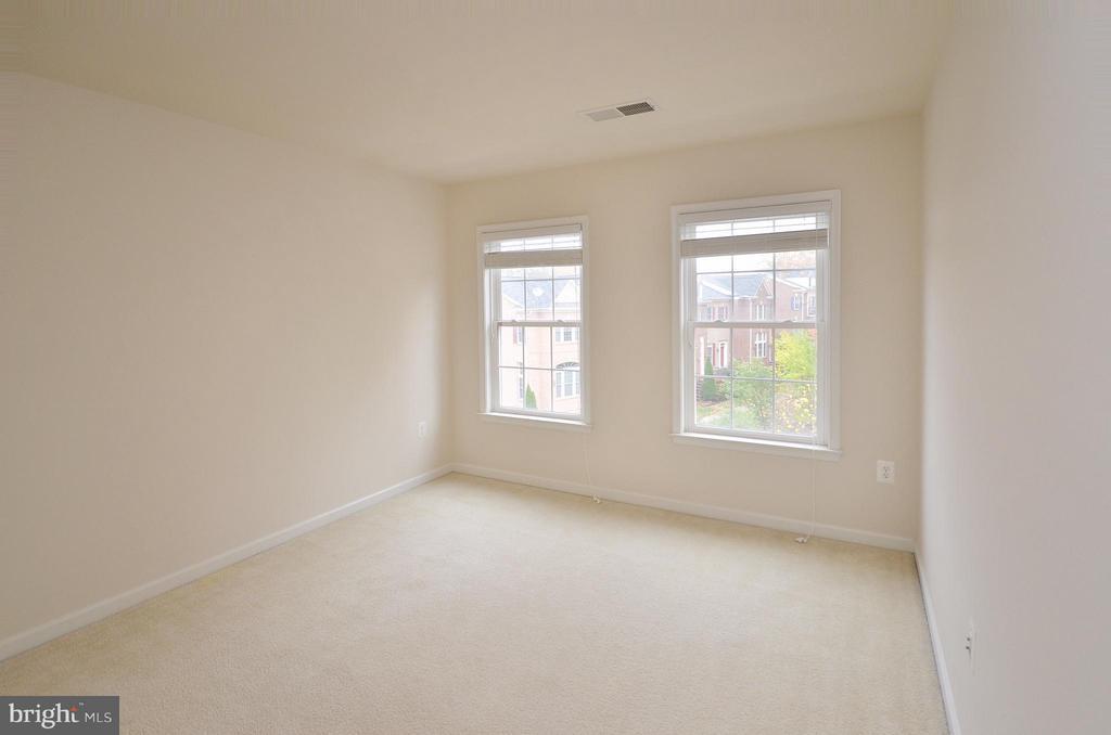Bedroom #1 - 4458 BLACK IRONWOOD DR, FAIRFAX