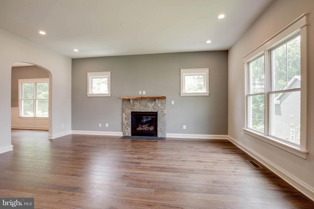 Family Room off Kitchen with Tons of Light - 854 3RD ST, HERNDON