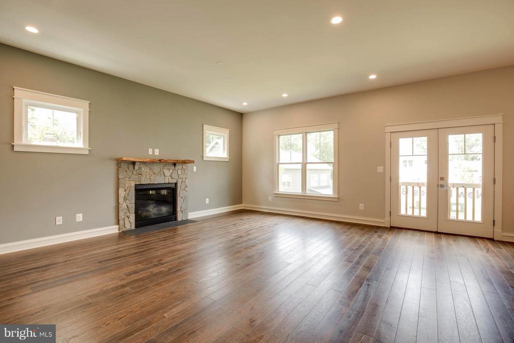 Family Room - 854 3RD ST, HERNDON