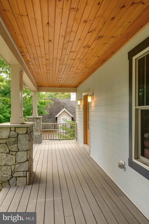Custom Front Porch - 854 3RD ST, HERNDON