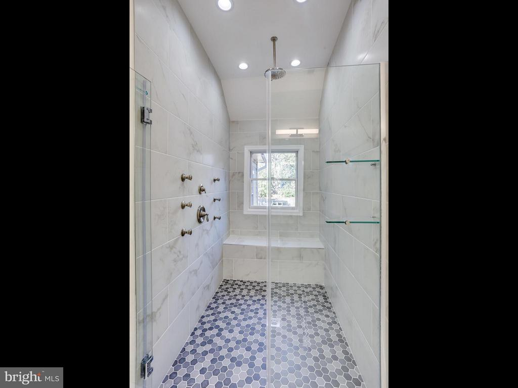 Bath (Master) - 1109 QUEEN ST, ALEXANDRIA