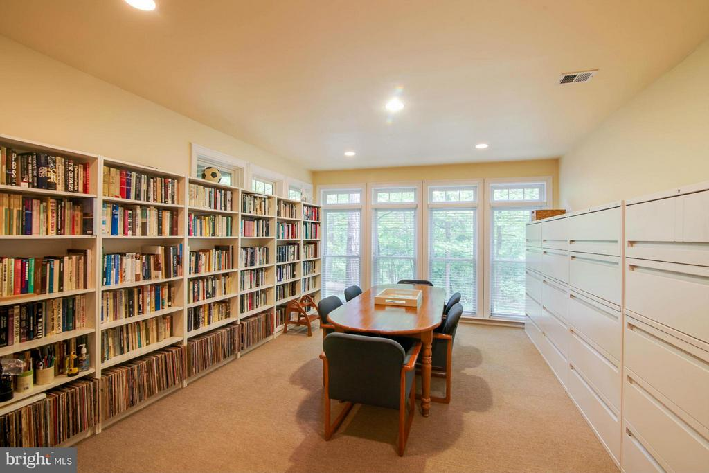 Lower Level Library - 11597 CEDAR CHASE RD, HERNDON