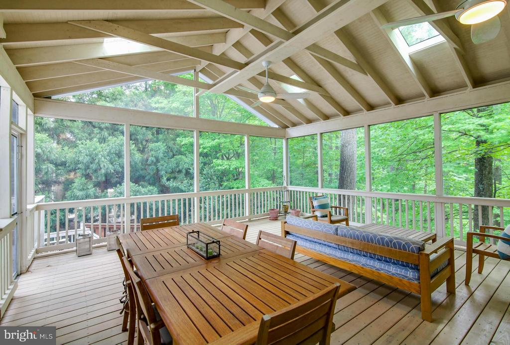 Screen Porch - 11597 CEDAR CHASE RD, HERNDON