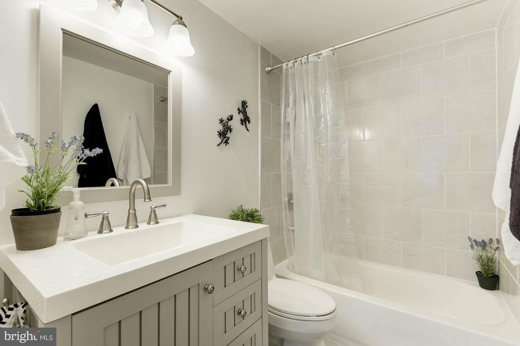 Bath (Master) - 6301 STEVENSON AVE #808, ALEXANDRIA