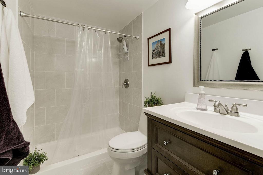 Bath - 6301 STEVENSON AVE #808, ALEXANDRIA