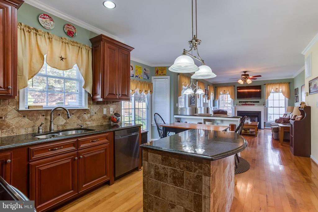 Kitchen - 10915 JARVIS CT, FREDERICKSBURG