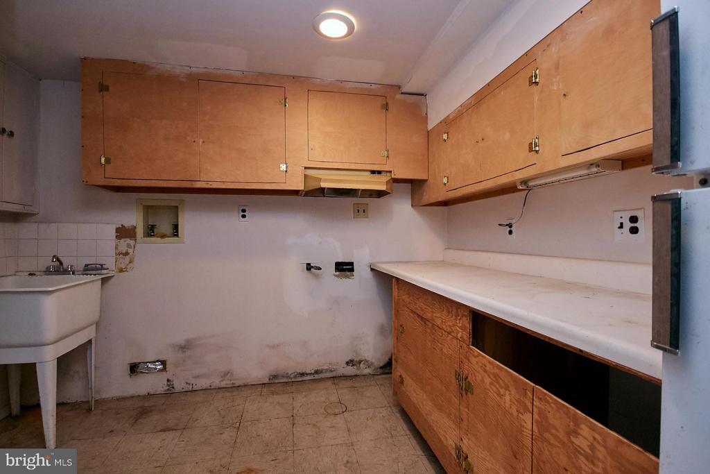 LL Storage and access to rear yard - 304 GLEBE RD S, ARLINGTON